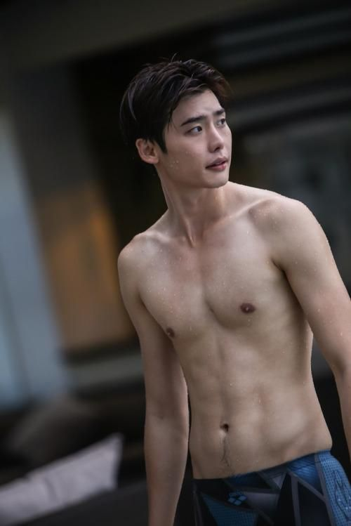 Lee Jong Suk shirtless