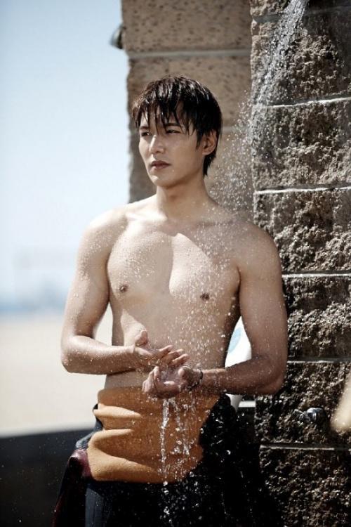 Lee Min Ho shirtless