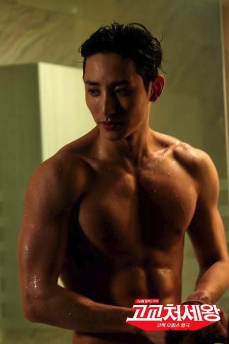 Lee Soo Hyuk shirtless